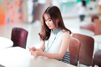 Sử dụng tai nghe ảnh hưởng đến tai như thế nào